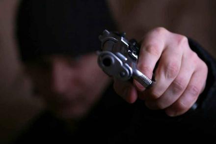 Бандиты похитили женщину и раздели её фото 480-165